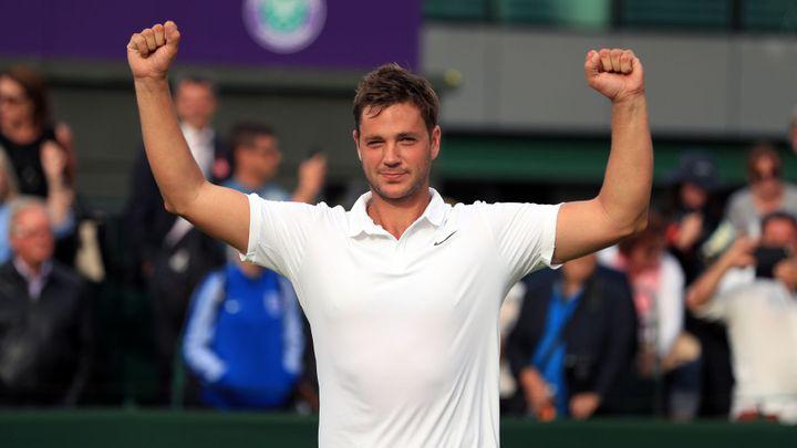 Uchvátil Wimbledon, proháněl Federera, teď musí Willis kvůli obživě dřít s lopatou