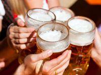 Čeští muži spojují svojí identitu s pitím alkoholu, krize mužství je reálný problém, tvrdí psycholog