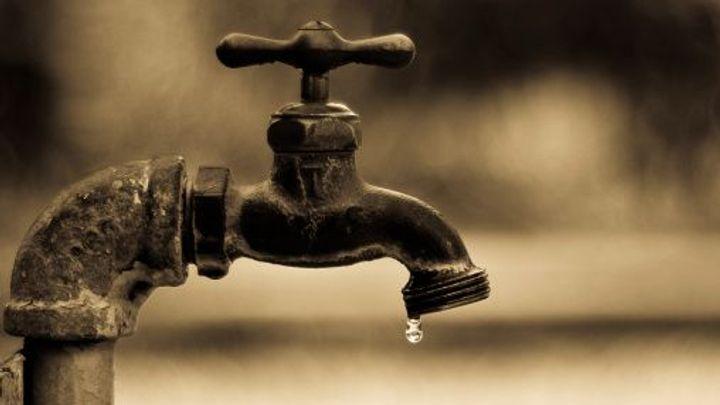Irové nechtějí platit daň z vody, tisíce jich demonstrovaly