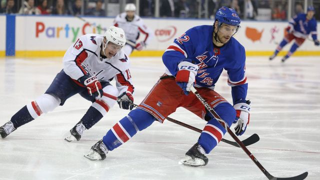 NHL: Rangers vs. Capitals: Brendan Smith a Jakub Vrána