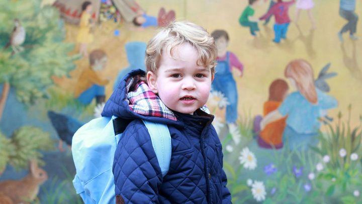 První povinnosti malého prince. Tříletý George začne v září chodit do školy