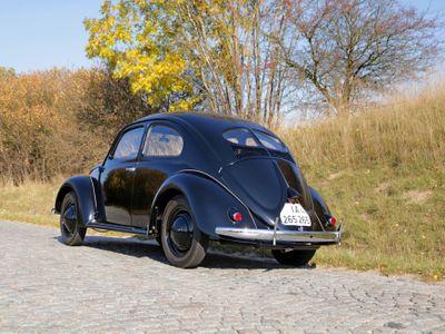 Příběh nejstaršího dochovaného sériového VW KdF Brouk na světě. Jezdí v Česku