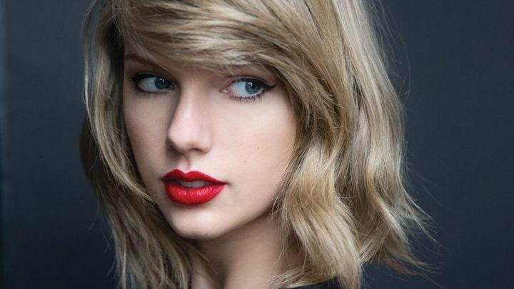 Zpěvačka Taylor Swiftová vyhrála spor s dýdžejem, který ji osahával pod sukní