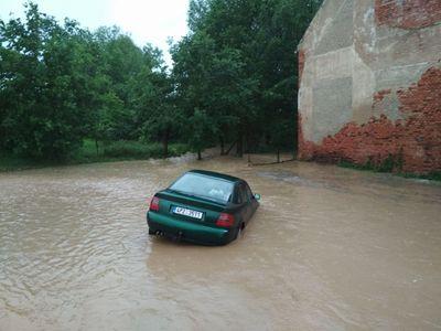 Na Berounsku hlásí nejvyšší povodňový stupeň, dobrovolní hasiči začali s evakuací obyvatel