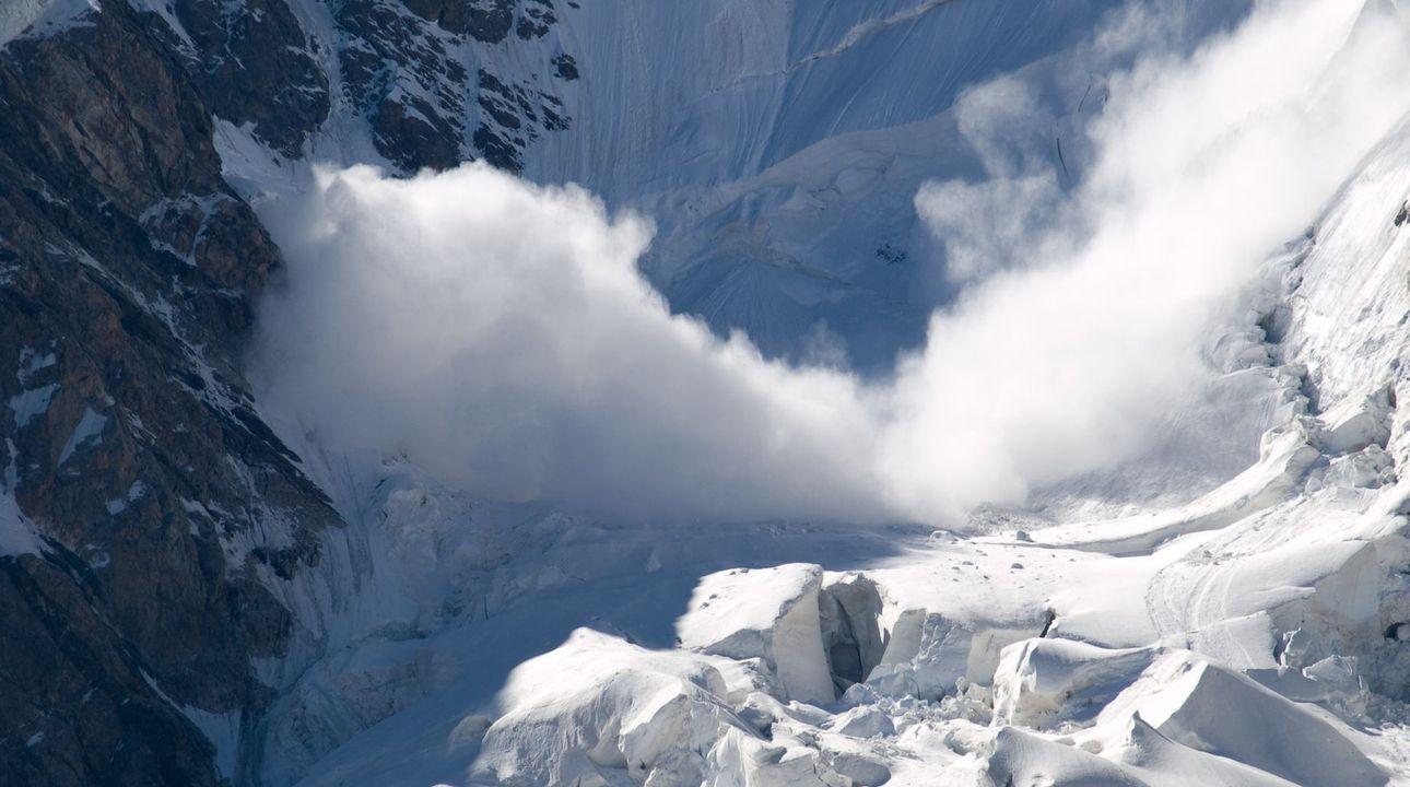 V tyrolských Alpách zemřel český lyžař. Vyjel mimo sjezdovku a strhla ho lavina