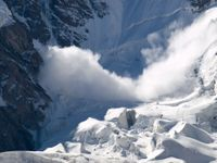 Do krkonošské Kotelní jámy sjela největší lavina zimy, na délku měřila 425 metrů