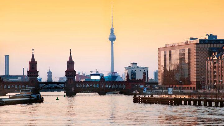 Berlín zavádí regulované nájemné, brání drahému bydlení