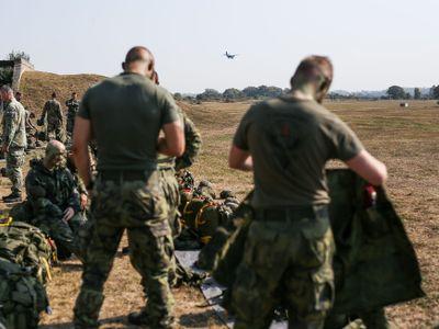Čeští vojáci se poprali v Litvě, zasahovala i policie. Ruská média incident přifukují