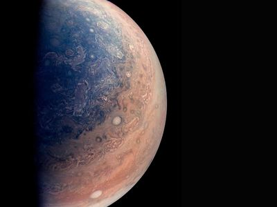 Vědci objevili deset nových měsíců Jupiteru. Jeden z nich naráží do ostatních a rozbíjí je