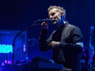 Recenze: Massive Attack v Praze předvedli velkou politickou show, nezapomněli ani na pálení trenýrek