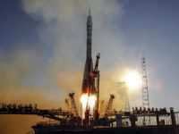 Na Mezinárodní vesmírnou stanici odletí nová posádka, Američan s sebou veze obrázky z Terezína