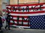 Biden a demokraté jsou v pasti. Progresivní agenda je riskantní, ale umlčet ji nelze