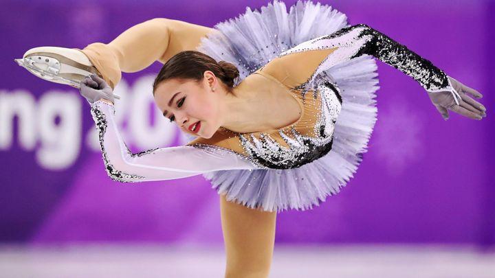 Olympijskou soutěž krasobruslařek díky rekordu vede Zagitovová
