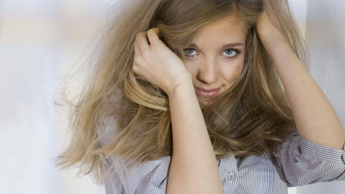 2018 eskorty zrzavé vlasy