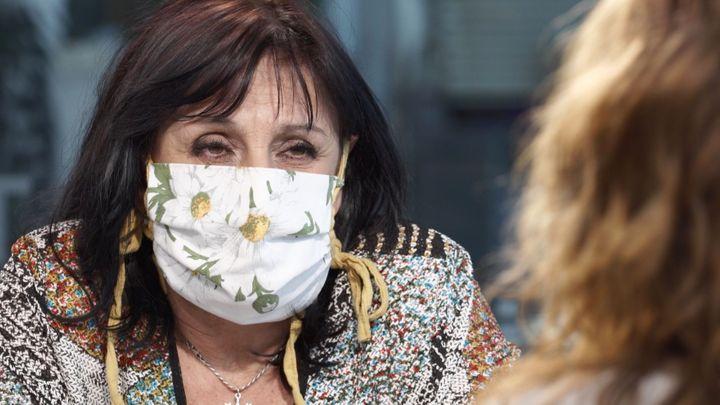 Roušky nepomohly ke zvládnutí epidemie, jsme jak pejsci s náhubkem, říká Skovajsová