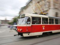 Vrah z tramvaje číslo 17 vzal oběti věci za 6500 korun. Nejdražší byly dioptrické brýle