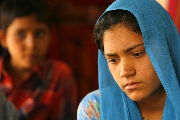 muslimská dívka z hinduistického chlapce