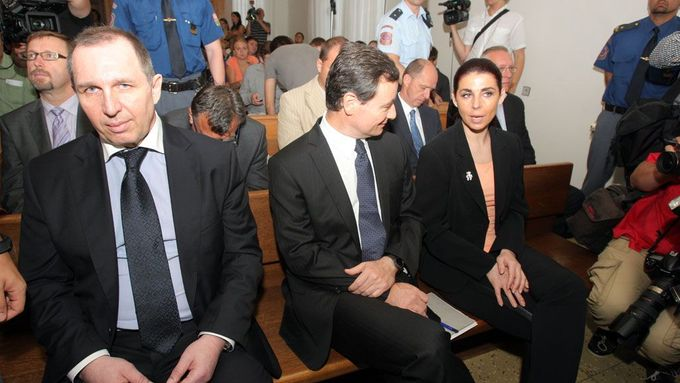 Petr Kott, David Rath a Kateřina Pancová v soudní síni