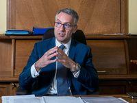 Pavučiny jako Šlechtová na obraně rozplétat nemusím, ale obezřetný budu, říká ministr Metnar