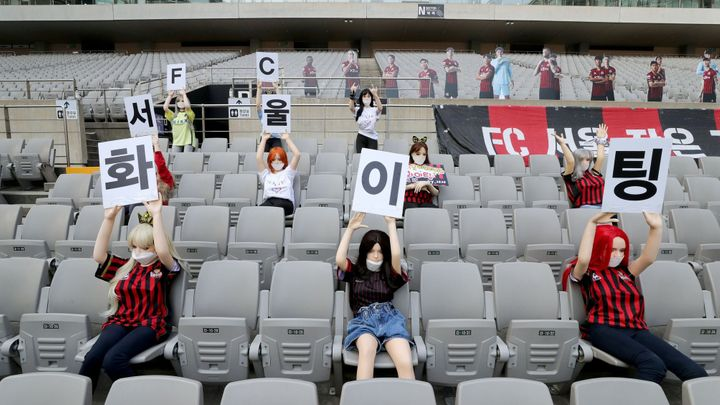 Erotické panny v hledišti se Korejcům prodražily. Soul zaplatí pokutu dva miliony