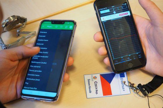 Mobilní telefon obsahuje řadu senzorů a je tak skvělou pomůckou třeba do hodiny fyziky.