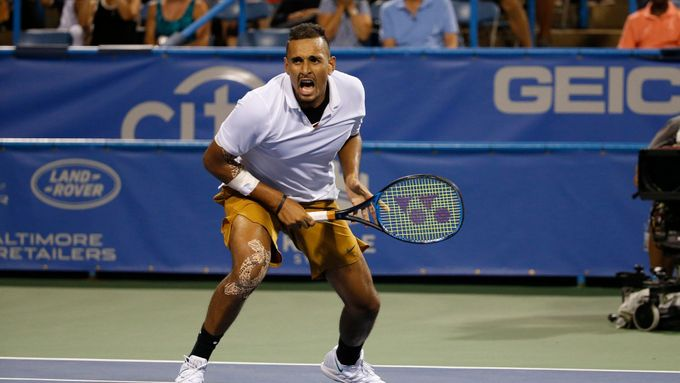 Video: Kyrgios best of tweener