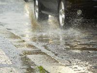 Většinu Česka zasáhne silný déšť, na Moravě hrozí i bouřky s kroupami