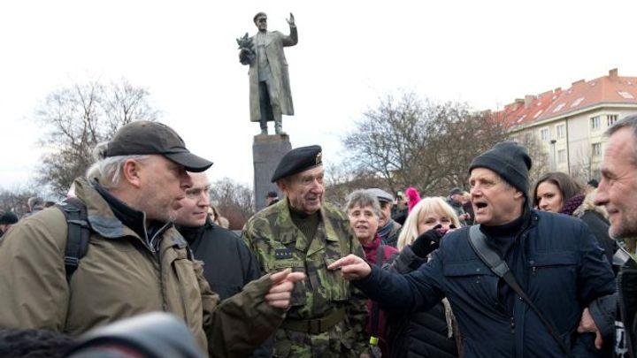 Intenzita nenávistných projevů v Česku roste, extremisty spojila kauza Koněvovy sochy