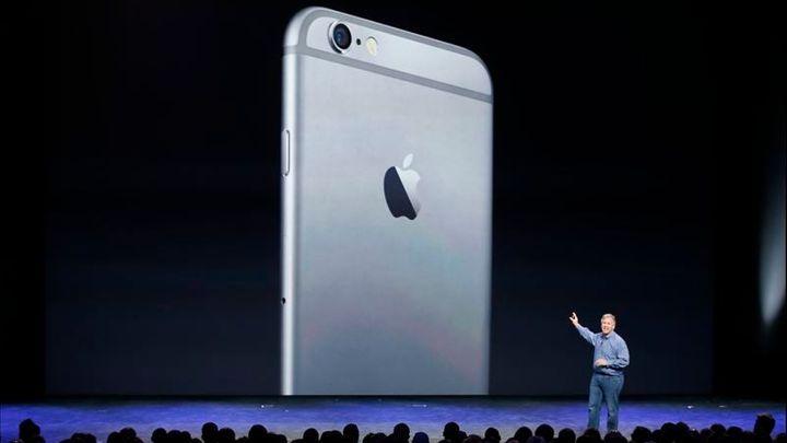 Apple má rekordní čtvrtletní zisk. Těžil z prodeje iPhone 6