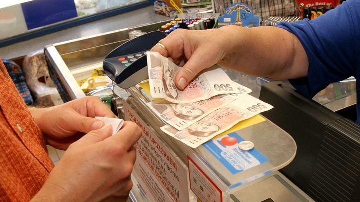 Inflace zůstala jen těsně nad nulou, zdražily dovolené