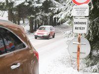 Na horách napadne i 20 centimetrů sněhu. Meteorologové varují před náledím a závějemi