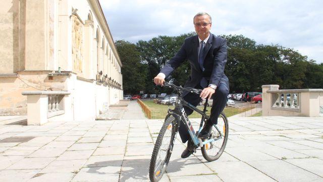a1891903e3 Šéf TOP 09 Miroslav Kalousek v úterý po poledni na kole