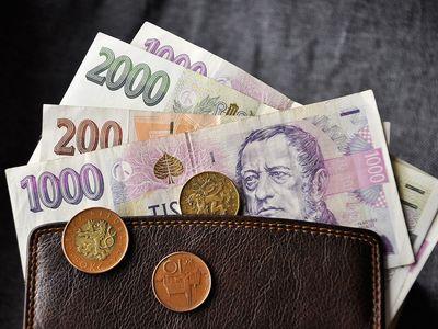 Minimální mzda rekordně stoupne, potvrdila vláda. Firmy chtějí, aby příště už nerozhodovali politici