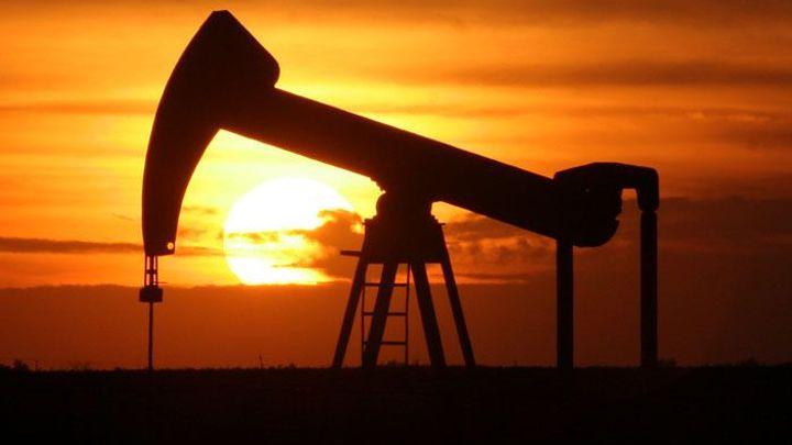 Ropa může dále zlevňovat. OPEC nezasáhl, těžbu nesníží