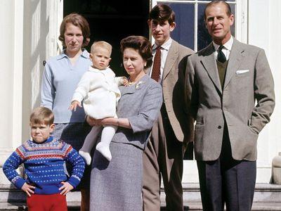 Foto: Alžběta II. slaví 92. narozeniny. Podívejte se, jak šel čas s britskou královskou rodinou