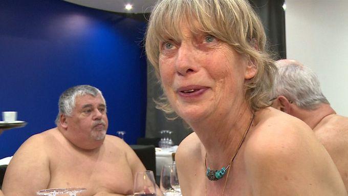 noc v Paříži porno černé porno v kapuci