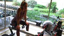 Ledecká už trénuje další sport. Svět uhranul pes, co zvedá činky a dělá dřepy