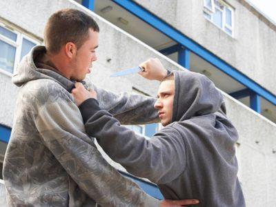Útoky nožem, krádeže i znásilnění. Česko řešilo problémy s cizinci i před konfliktem s Nizozemci