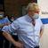 Británii čeká těžká zima. Covid se navzdory očkování šíří, opatření vláda odmítá