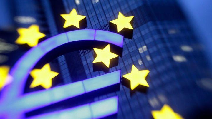 Potvrzeno, eurozóna je v deflaci. Euro se bude dál propadat