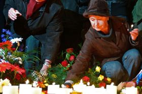 Czechs mark 20th anniversary of Velvet Revolution