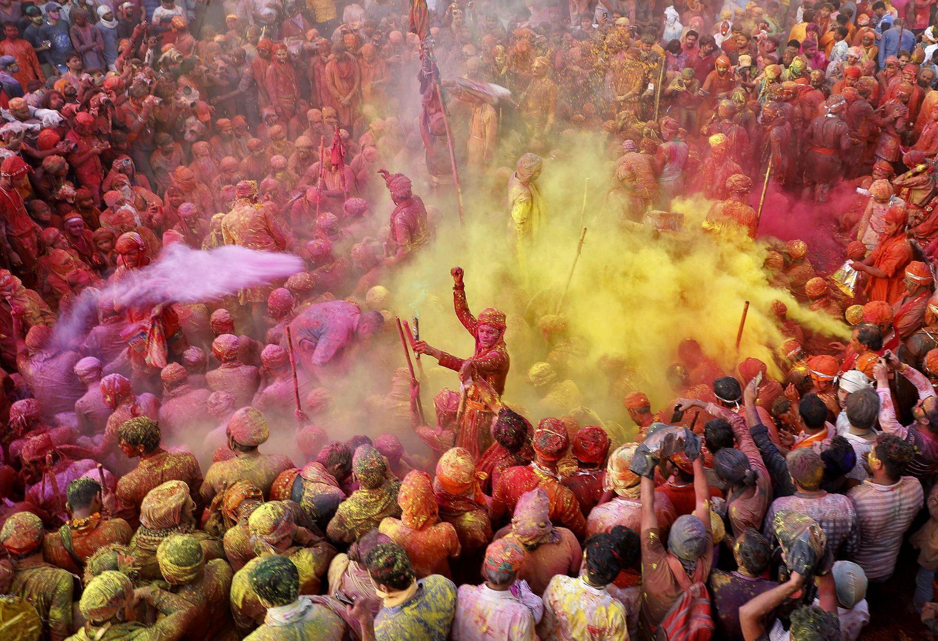 Indie oslavila svátek barev Holi - Aktuálně.cz