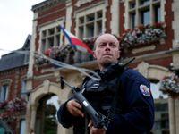 Ozbrojenci podřezali v kostele na severu Francie kněze. Byli to naši vojáci, oznámil Islámský stát