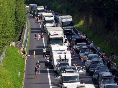 Krizový víkend. Cesta do Chorvatska je zablokovaná, řidiči se v kolonách zdrží až sedm hodin