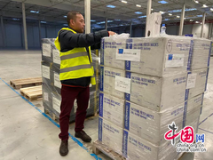 Czech Chinese Youth Association president Zong Weiyong packs surgical masks to be shipped to China.