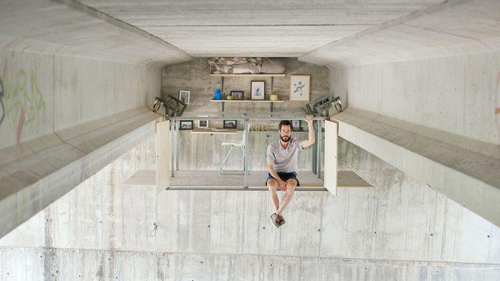 Luxusní bydlení pod mostem. Španělský designér ukázal, jak využít neobvyklé prostory