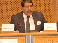 Česko zadrželo na tureckou žádost vůdce Kurdů. Ve hře je i výměna za Farkase a Všelichovou