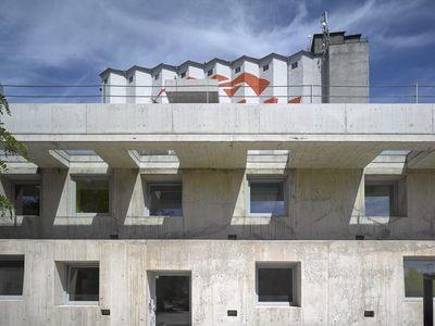 Betonová budova u Prahy vyhrála cenu za architekturu. V Evropě jich stojí jen pár