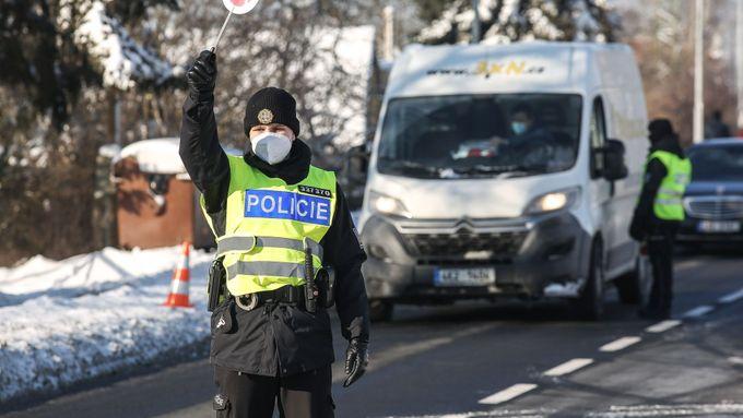 Přísný lockdown bude kontrolovat 30 tisíc vojáků, celníků i policistů