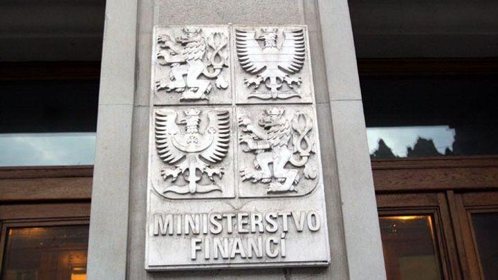 Návrh finanční ústavy počítá i s brzdou na růst důchodů